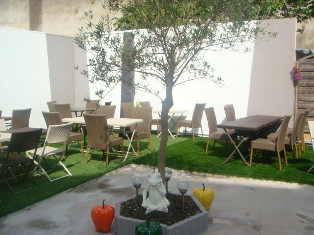 Venez profiter d'une pause gourmande en terrasse.